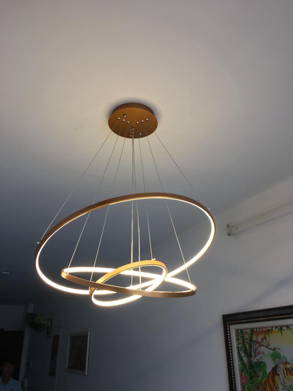 768d95b04772bc2ce563 - 10 mẫu đèn đẹp hiện đại thả phòng khách giành cho năm 2020