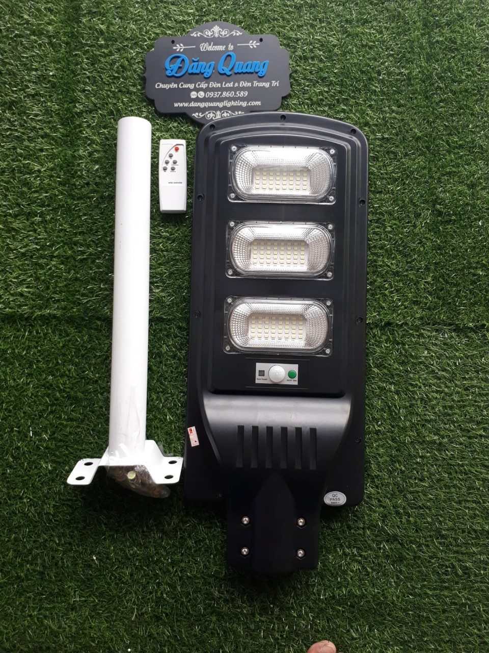 den nang luong mat troi lien the 90W - Đèn năng lượng mặt trời liền thể 90W
