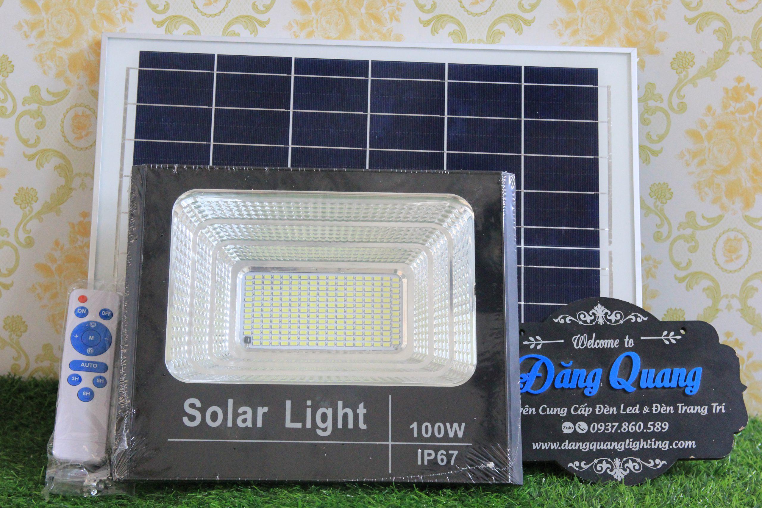 den pha nang luong mat troi 100W 3 scaled - Đèn pha năng lượng mặt trời 100W