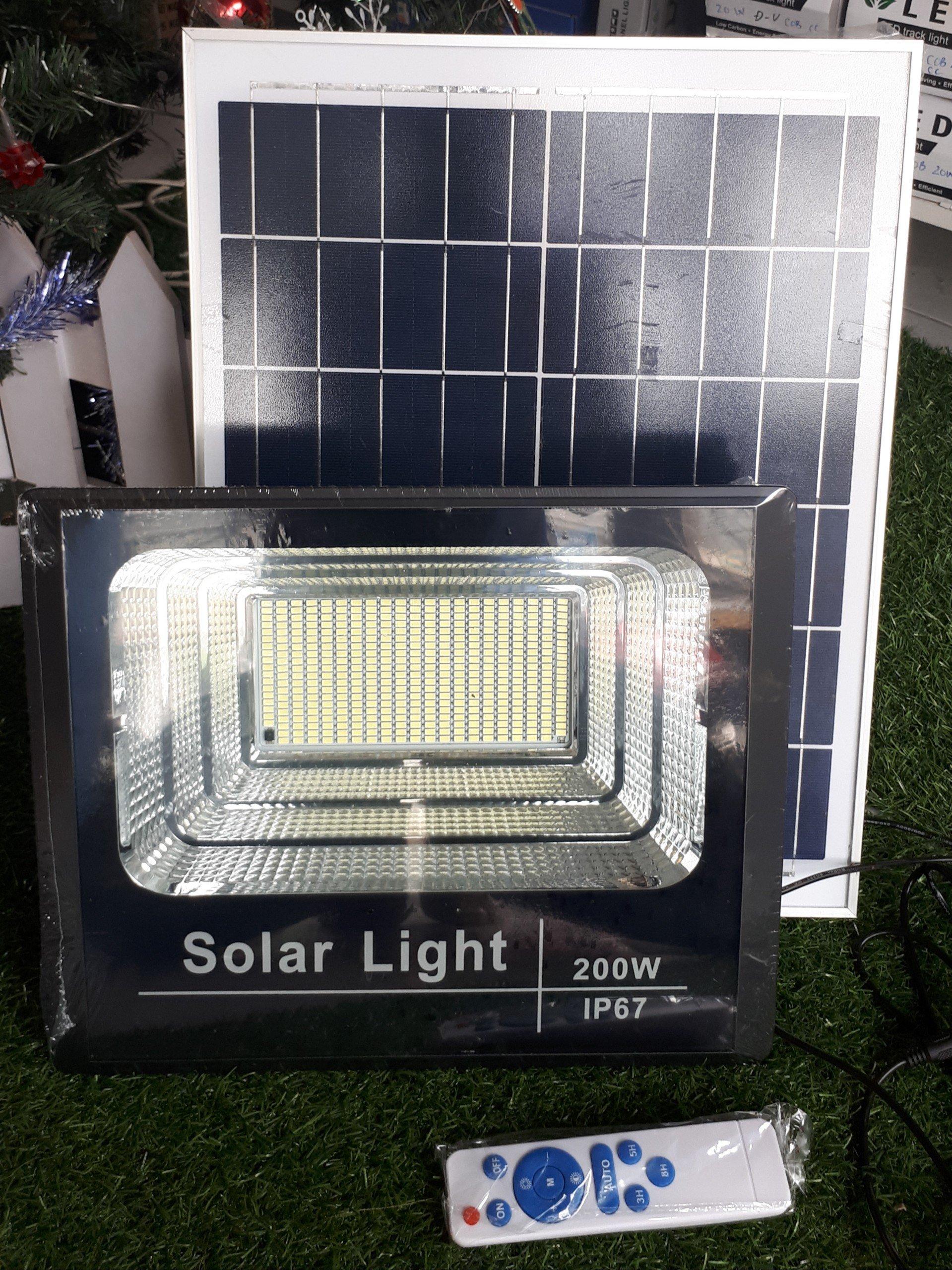 den pha nang luong mat troi 200W - Đèn pha năng lượng mặt trời 200W