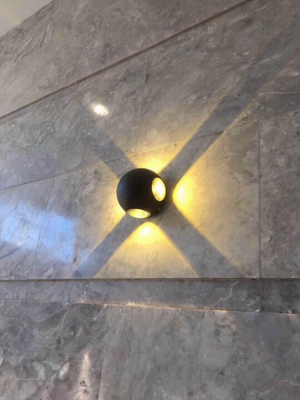 den an tuong 4 tia - Đèn gắn tường ngoài trời 4 tia